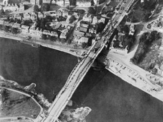 Aerial_view_of_the_bridge_over_the_Neder_Rijn_Arnhem.jpg