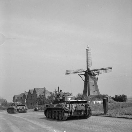 Hells_Highway_towards_Nijmegen.jpg